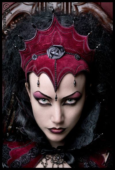 Evil Beautiful Red Queen Halloween Makeup Idea